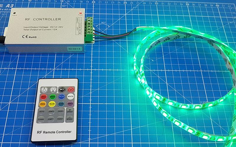 Comment raccorder le contrôleur RGB RF ?