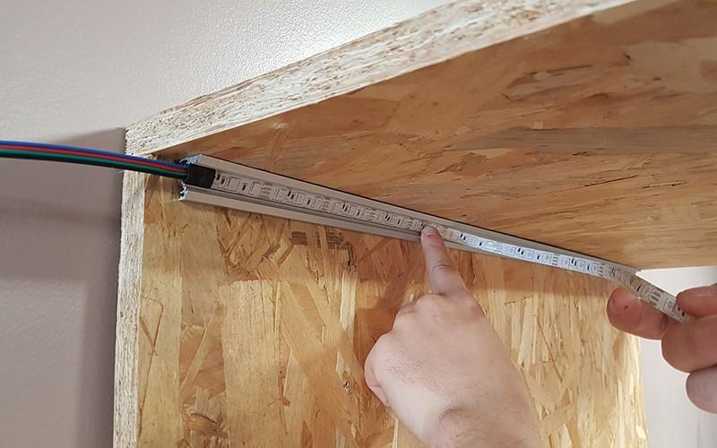 Comment installer le profilé LED CORNER dans les angles ?