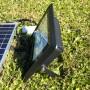 Patte de fixation rotative pour une installation simple du projecteur solaire