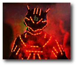 Robot led homme équipé de ruban led RGB alimenté par batterie