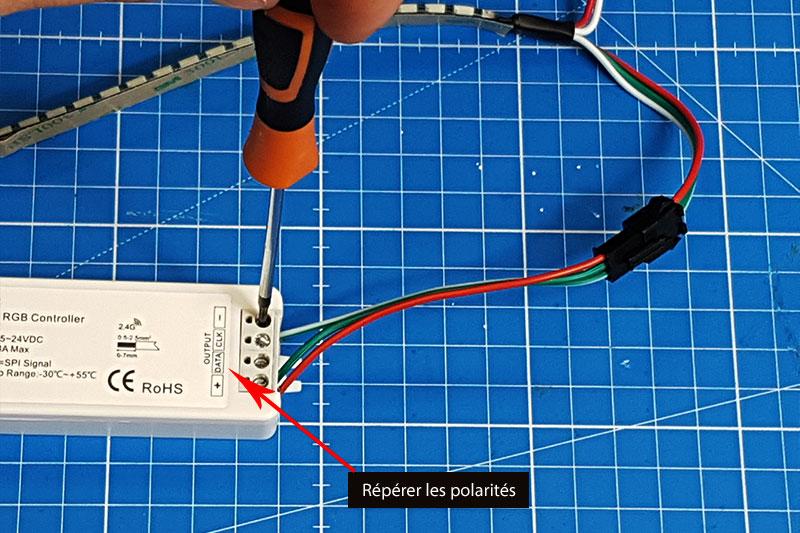 Raccordement de la bande LED adressable au contrôleur LED PIXEL